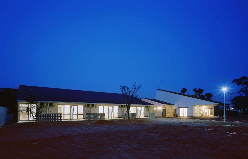 熊本県八代市の福祉施設「かづら」「かんね」外観(夜)