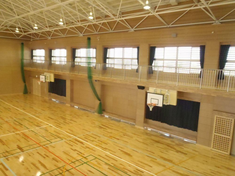 竜北西部小学校体育館内部
